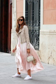 Mode Outfits, Casual Outfits, Fashion Outfits, Looks Chic, Looks Style, Spring Summer Fashion, Spring Outfits, Street Style, Dress With Sneakers