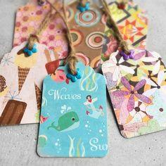 Håndlagde gavelapper i flotte farger som passer godt til barnebursdag.