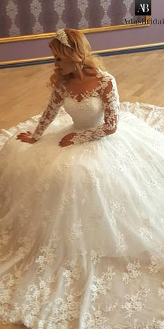 NEW! Stunning Tulle Bateau Neckline Ball Gown Wedding Dress With Lace Appliques & Beadings & 3D Flowers