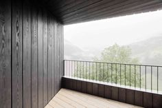 minimalist-balcony-of-tyrolean-alpine-cabins-by-la-pedevi-llajpg
