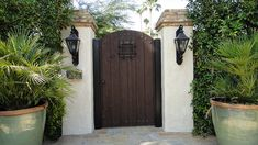 Classic Spanish Style Gate W/ Large Peep Hole – Miriam Kramer – Classic Spanish … Classic Spanish Style Gate W/ Large Peep Hole – Miriam Kramer – Classic Spanish Style Gate W/ Large Peep Hole Classic Spanish Style Gate W/ Large Peep Hole Spanish Style Weddings, Spanish Style Homes, Spanish Revival, Spanish House, Spanish Colonial, Front Gates, Entrance Gates, Side Gates, Mediterranean Home Decor