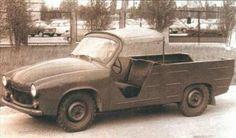 Syrena R3 była bezpośrednią poprzedniczką seryjnej R20. Wykonana była n bazie modelu 104, w taki sposób, aby wykorzystać jak najwięcej z seryjnego modelu. Cały przód, podobnie jak cała rama i podłoga, pochodziły z osobowej wersji. Tylną część, stanowiła blaszana skrzynia ładunkowa. Old Cars, Cars And Motorcycles, Antique Cars, Classic Cars, Vehicles, Motorbikes, Poland, Historia, Vintage Cars