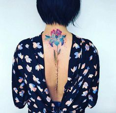 La artista del tatuaje Pis Saro toma inspiración del medio ambiente para crear…