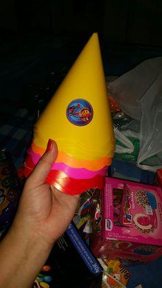 Chapéu comprei em 4 cores  Amarelo Vermelho Pink Laranja  O personalizado custava $7,00 com 8 unidade Comprei estes crido #3,20 com 8 unidade