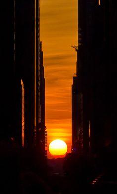 Manhattanhenge: A Unique Bi-Annual Photo Op for New Yorkers via www.petapixel.com