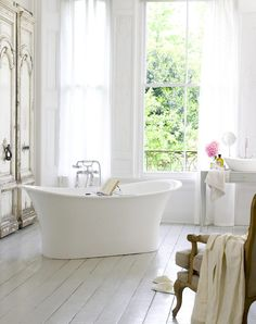French Bathroom - Design photos, ideas and inspiration. Amazing gallery of interior design and decorating ideas of French Bathroom in bedrooms, nurseries, bathrooms by elite interior designers - Page 21 Traditional Bathtubs, Bathroom Inspiration, Country Bathroom, Victoria And Albert Baths, Beautiful Bathrooms, Chic Bathrooms, Free Standing Bath Tub, Shabby Chic Bathroom, Bathroom Design