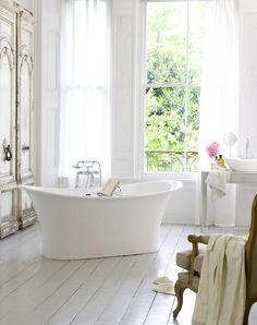 37 olika badrum i olika stilar – den gemensamma nämnaren är att de är sjukt vackra varendaste ett av dem. Vackra badrum, titta och njut!