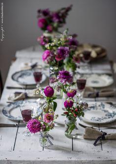 Gedeckter Tisch für 4 Personen, Dinner with friends, Dahlien, Vintage Porzellan, Spätsommer, gather, gathering