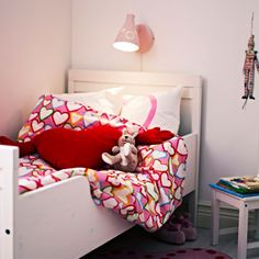 Sundvik crib and bed are amazing for your little ones – first babies and then toddlers. Here are ideas to rock it. Ikea Sundvik, Cama Ikea, Bedroom Bed, Kid Beds, New Room, Home Interior Design, Cribs, Kids Room, Toddler Bed