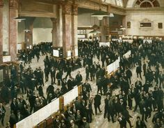 The Stock Exchange, London by Roderick Jordan c. 1966 (@GuildhallArt). Royal Exchange.