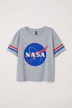 Puuvillainen T-paita - Harmaameleerattu/NASA - Pull Nasa, Tee Shirts, Nasa Clothes, Jugend Mode Outfits, Casual Outfits, Fashion Outfits, Workwear Fashion, Fashion Blogs, Shoes