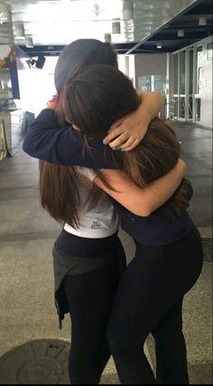 Find friends images uploaded by kate_lhm on We Heart It Best Friend Hug, Best Friend Pictures, Best Friend Goals, Girl Photo Poses, Girl Photos, Girl Hand Pic, Friends Hugging, Long Distance Friendship, Korean Best Friends