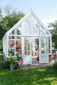 The 10 Best greenhouse ideas Homemade Greenhouse, Best Greenhouse, Backyard Greenhouse, Greenhouse Plans, Greenhouse Wedding, Greenhouse Pictures, Pallet Greenhouse, Greenhouse Growing, Large Backyard