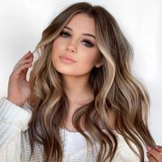 Are you going to balayage hair for the first time and know nothing about this technique? We've gathered everything you need to know about balayage, check! Ombre Hair Color, Hair Color Balayage, Bronde Hair, Balayage Highlights, Brown Balayage, Ecaille Hair, Balayage Hair Honey, Balyage Long Hair, Short Hairstyles