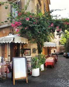A cafe in Rome, Italy Photography by: unequal_vision on Instagram #ItalyPhotography