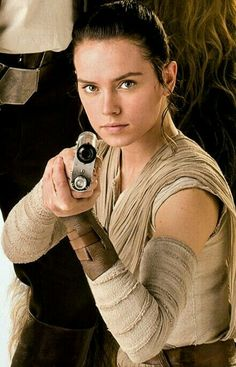 Daisy Ridley - English Actress known for playing Rey in Star Wars ep & 9 - born Westminster, London Rey Star Wars, Film Star Wars, Star Trek, Daisy Ridley Star Wars, Star Wars Characters, Star Wars Episodes, Rougue One, Artemis, Rey Cosplay