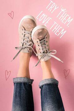 Diese süßen Pastell-Pauls versüßen Dir jeden Tag ... #paulgreen #pink #pauls #sneakers www.paul-green.com Dna, Metallic Look, Blazers, Oxford Shoes, Sneakers, Blue, Fashion, Paul Green Shoes, Gemstones