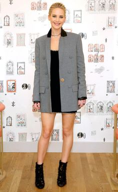 Jennifer Lawrence put a chic twist on super mini dress with an oversized blazer and sheer feather boots. J Law, Mtv, Kentucky, Jennifer Lawrence Style, Oversized Blazer, Roger Vivier, Red Carpet Looks, Night Looks, Red Carpet Fashion