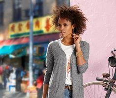 349 Kč Ležérní, elegantní a snadno se obléká – tento otevřený kardigan z lehké bavlněné směsi je perfektní alternativou bundy pro teplé dny. Tento svetr, který se…