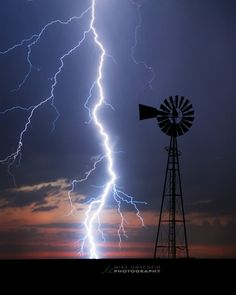 Cloud to ground lightening illuminate a windmill in SW Kansas - photo by . Ride The Lightning, Lightning Strikes, Lightning Photos, Lightning Storms, Lightning Photography, Nature Photography, Travel Photography, All Nature, Land Art