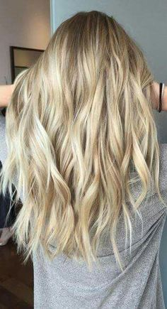 Hair Color Ideas 2018 : modern sandy blonde hair color Discovred by : Mane Interest Sandy Blonde Hair, Cool Blonde Hair, Summer Blonde Hair, Platinum Blonde Hair Color, Blonde Shades, Going Blonde, Bleach Blonde, Summer Hair, Blonde Color