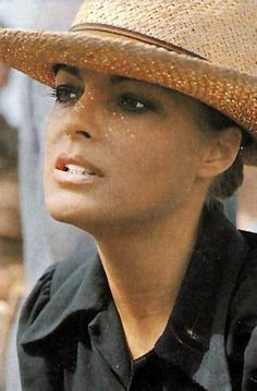 Romy - Romy Schneider, un mythe - 2698741 - Photos Romy Schneider, Alain Delon, Don Corleone, French Actress, Vintage Hollywood, Beautiful Actresses, Movie Stars, Actors & Actresses, Leather