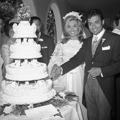 Hollywood Wedding, Vintage Hollywood, Zubin Mehta, Classic Beauty, Celebrity Weddings, Diana, Actresses, Actors, Black And White