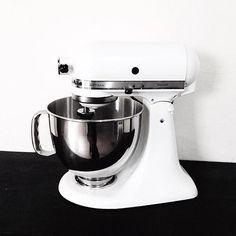 ✖️aquele sonho realizado: uma stand mixer ❤️❤️ devidamente batizada de butter, porque sempre foi meu sonho bater um buttercream nela // presente da irmã e cunhado para o apto ✖️