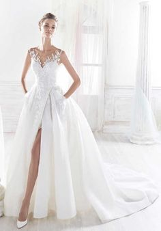 Discover the most beautiful wedding dresses from the collection of wedding dresses. the perfect wedding dress is easy to find with these models. Unique, elegant and beautiful wedding dresses. Find Your Dream wedding dress. Slit Wedding Dress, Wedding Dress With Pockets, Wedding Dresses 2018, Elegant Wedding Dress, Casual Wedding, Perfect Wedding Dress, Bridal Dresses, Gown Wedding, Dresses Elegant