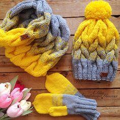 Вот и сам комплект  отправился в Приморье ☄ #горский #вяжу #варежки #вязание #мамадвоих #многоденег #бизнес #строюбизнес #шапки #снудспицами #ученица #учувязать #школавязания #новосибирск #желтый