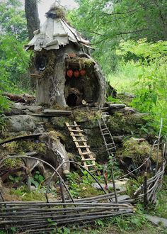 Everyone likes gnomes, and they are proud and happy parts of fairy gardens or magical wood, or at least they should. Gnomes tend to be recognized with white beards and pointed hats, usually red. Garden Gnomes For Sale, Small Garden Gnomes, Gnome Garden, Fairy Tree Houses, Fairy Garden Houses, Fairy Gardens, Diy Jardim, Fairy Furniture, Fairy Doors