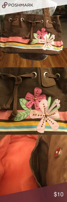 """BROWN TWILL BEACH BAG WITH FLOWERS This bag is 9 1/2 """" wide front to back, and 18""""long from left to right and 12"""" tall. Straps are 23"""". Has draw string at top and snap to close. NICE LOOKS GOOD. JOE BOXER Bags Travel Bags"""