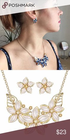 Floral Set Set Necklace & Earrings, white color.  Shipping same or next day. SIpping Discount the next hour. Jewelry Necklaces