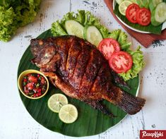If you are looking for fine Masak Ayam Woku cooking tutotial you've come to the right place. Masala Fish Recipes, Indian Food Recipes, Asian Recipes, Bistro Food, Pub Food, Malay Food, Indonesian Food, Aesthetic Food, Food Cravings