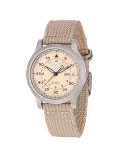 """Seiko Men's SNK803 """"Seiko 5"""" -  Reloj beige de diseño clásico y casual. La correa de lona mantiene un alto nivel de comodidad para el usuario.  http://www.vip-soul.com/catalogo/para-ellos/cp-203-relojes-seiko/0200033003394672-seiko-mens-snk803-seiko-5/"""