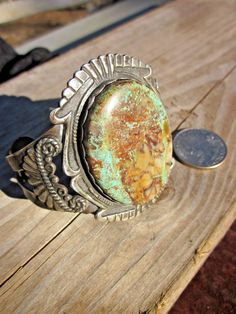 ANTIQUE NAVAJO CROW SPRINGS TURQUOISE RIBBON BOULDER ORNATE SILVER BRACELET/CUFF