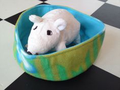 Rat hammock tutorial - Bucket Bed (site is in Dutch, but photos are easy to follow) #rats #tutorial