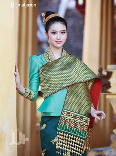 Miss Laos 2012 runner-up. This is Luangprabang style fashion (sin mai). Love the color. Traditional Thai Clothing, Traditional Dresses, Thai Fashion, Womens Fashion, Style Fashion, Asian Woman, Asian Girl, Laos Culture, Laos Wedding