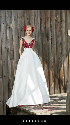 Beautiful dress Wedding Dress Types, 2015 Wedding Dresses, Bridal Dresses, Rustic Wedding Gowns, Lace Weddings, Gown Wedding, Simple Weddings, Wedding Blog, Ethnic Wedding
