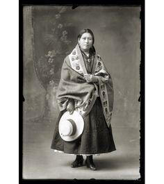 Martin Chambi.  Sra Mestiza in Chambi's studio, Cuzco, 1940.