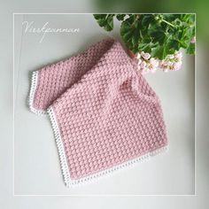 Min härliga Feliciafilt. Mönster finns på www.virrkpannan.wordpress.com. Är nästan lite sugen på att göra en i min egen storlek. Så härligt mjuk!  My lovely felicia bamboo blanket. This pattern is now available in english in my blog. This blanket is so super soft and cozy. I would like to make on in my own size. #virka #virkad #virkat #virkning #virkade #virkar #virkadfilt #virkadpläd #vagnfilt #babyfilt #snuttefilt #crochet #crocheting #crochetblanket #crochetbabyblanket #hekle #heklet ...
