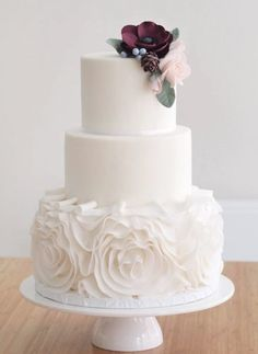Featured Cake: Sugarlips Cakes - Informations About Wedding cake idea; Featured Cake: Sugarlips Cakes - INTERESTING Photos Pin You can easily Wedding Cake Fresh Flowers, Floral Wedding Cakes, White Wedding Cakes, Elegant Wedding Cakes, Wedding Cake Designs, One Teir Wedding Cake, Wedding Cake Simple, Fondant Wedding Cakes, Buttercream Wedding Cake