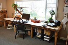 Large DIY Desk Made Of Wood Pallets That Reminds A Farm Table Shelterness | Shelterness