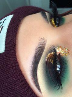 Gorgeous Makeup: Tips and Tricks With Eye Makeup and Eyeshadow – Makeup Design Ideas Rave Makeup, Kiss Makeup, Glitter Makeup, Glam Makeup, Makeup Inspo, Eyeshadow Makeup, Makeup Inspiration, Beauty Makeup, Eyeliner