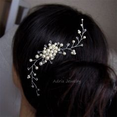 Material: Swarovski pearls, clear crystals, clear rhinestones, tarnish resistant silver plated wire. Full length approx 10cm Color: Available in white and ivory. Please choose a color when you place order. Pictures show this design in white pearls *More Bridal Hair pieces: https://www.etsy.com/shop/adriajewelry?section_id=7019544  ~~~~~~~~~~~~~~~~~~~~~~~~~~~~~~~~~~~~~~~~~~~~~~~~~~~~~~~~~~ ~~~~~~~~~~~~~~~~~~~~~~~~~~~~~~~~~~~~~~~~~~~~~~~~~~~~~~~~~~ *HAND MADE TO ORDER – Approx 3-6 Working Days…