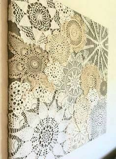 Vintage Doily Wall Decor DIY....... #GreenLiving #Vintage #DIY #DontThrowAway #Discarded #Handmade #Craft #Sculpture #Recycle #Repurpose #ReUse #UPcycle #Art Doilies Crafts, Lace Doilies, Crochet Doilies, Fabric Crafts, Sewing Crafts, Sewing Projects, Craft Projects, Framed Doilies, Crochet Lace