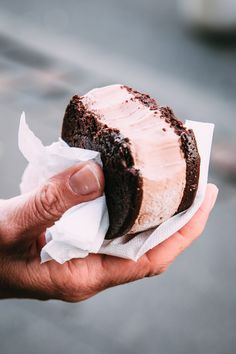 FLOURLESS BROWNIE ICE CREAM SANDWICH [naturalmentebuono]