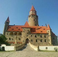 See 161 photos and 15 tips from 947 visitors to Hrad Bouzov. Slotte, Manor Houses, Medieval Castle, Beautiful Places In The World, Famous Places, Forts, Towers, Four Square, Fantasy