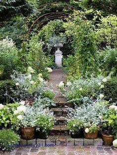 Green and White Garden Ideas 28