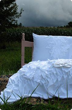 Anthropologie Knock Off  Flower Duvet & Pillow Shams #diy #tutorial #bedding #blanket #bedspread #quilt #bedroom #master #like ruffle #like knot